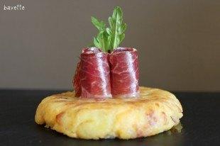 Frittata di patate e formaggio scamorza,con prociutto ibèrico.Tortilla de patata con queso scamorza acompañada con jamòn ibèrico