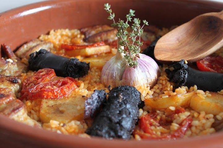Arroz al horno con costilla de cerdo y morcilla, al estilo valenciano
