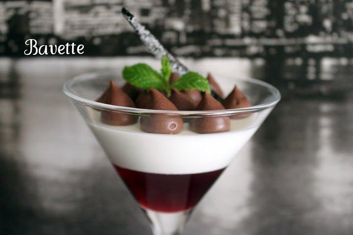 Panacotta sobre gelatina de granada, con chocolate negro.