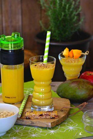 Batido de fruta natural con bebida de avena casera