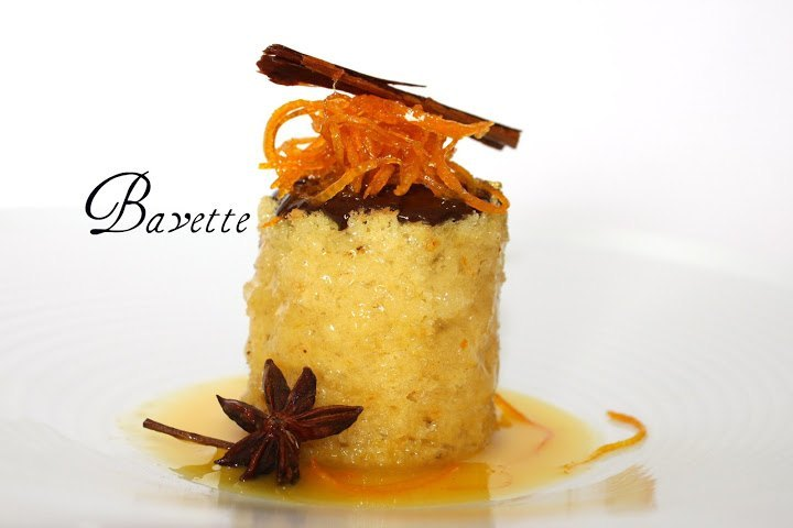 Bizcocho de naranja al Amaretto con chocolate negro