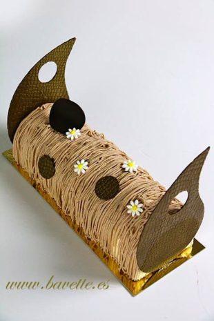 Pastel de vainilla y chocolate con peras y crema de castañas