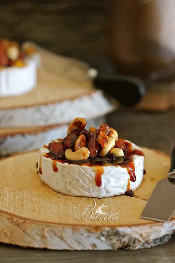 Camembert con frutos secos y caramelo