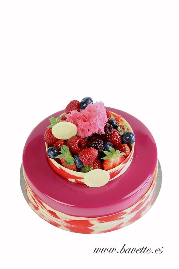 Cheesecake de fresas con crujiente de almendra y compota de fresa