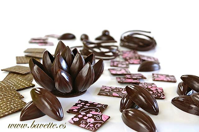 Decoraciones con chocolate negro atemperado