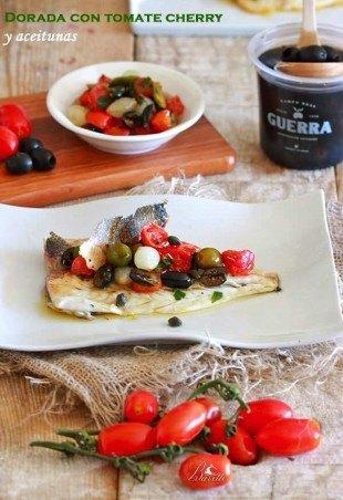Dorada al horno con cherry y aceitunas
