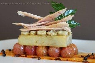 Ensalada de patata confitada con atún y habitas baby