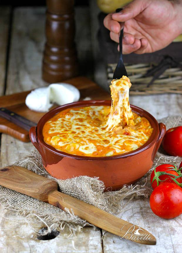 Gratinado de gnocchi con salsa Aurora y mozzarella