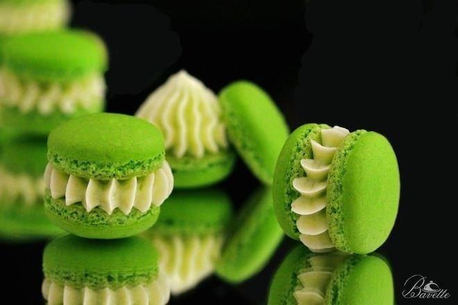Macarons rellenos de buttercream de lima