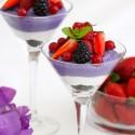Mousse de moras con mousse de yogurt y frutos rojos