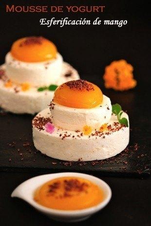 Mousse de yogurt con esferificación de mango