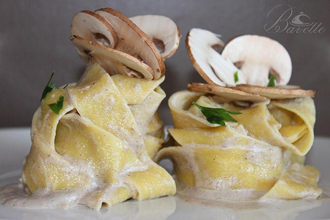 Pappardelle con crema de champiñones Portobello
