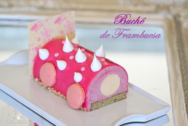 Buchê de frambuesa y vainilla con glaseado rosa