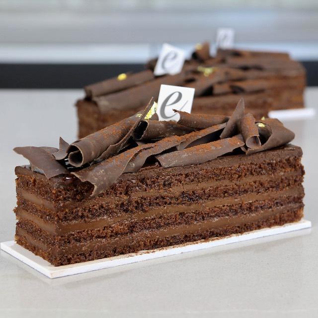 Pastel con capas de Chocolate 100%