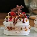 Receta de mini Pavlovas con frutos rojos, y sirope de marrasquino