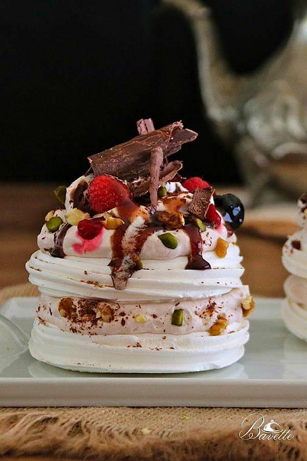 Receta de mini Pavlova con frutos rojos, y sirope de marrasquino