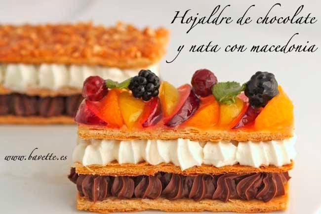 Hojaldre de chocolate y nata con macedonia
