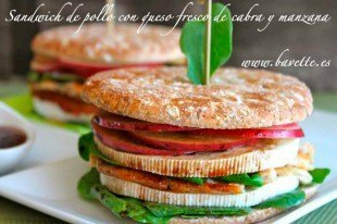 Sándwich de pollo, queso de cabra y manzana