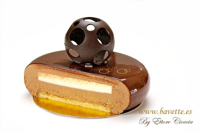 Tarta de chocolate y pera con glaseado espejo bavette for Decoracion de tortas espejo
