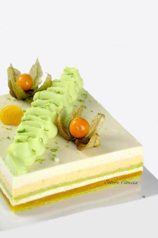 Tarta exótica de Pistacho con fruta de la pasión y Coco