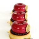 Tartaletas de ciruela roja y mazapán con cremoso de queso